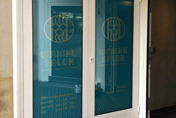 focus-folienbeklebung-nuernberg-schaufensterbeklebung-waxingsalon