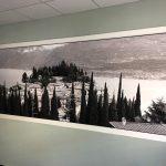 Fensterscheibenfolierung mit einer bedruckten Sichtschutzfolie in einem Büroraum der Firma Niersberger