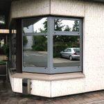 Sonnenschutzbeklebung - Sonnenschutzfolie an zwei Fenstern mit Spiegeleffekt