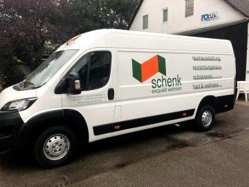 Kfz-Folierung - Weißer Lieferwagen der Fima schenk exquisit wohnen