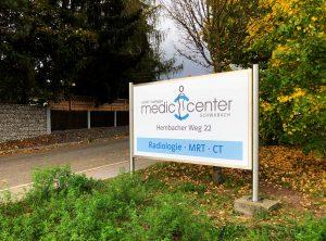 Praxis-Beklebung - Großes Schild des Medic Centers in Schwabach