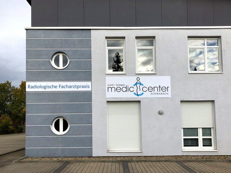 Praxis-Beklebung - Praxisfassade des Medic Centers Nürnberg in Schwabach
