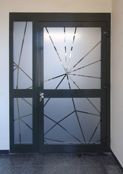 Folierung und Sichtschutz - Weitere Netzgrafik aus Glasdekor als Sicht- und Durchlaufschutz