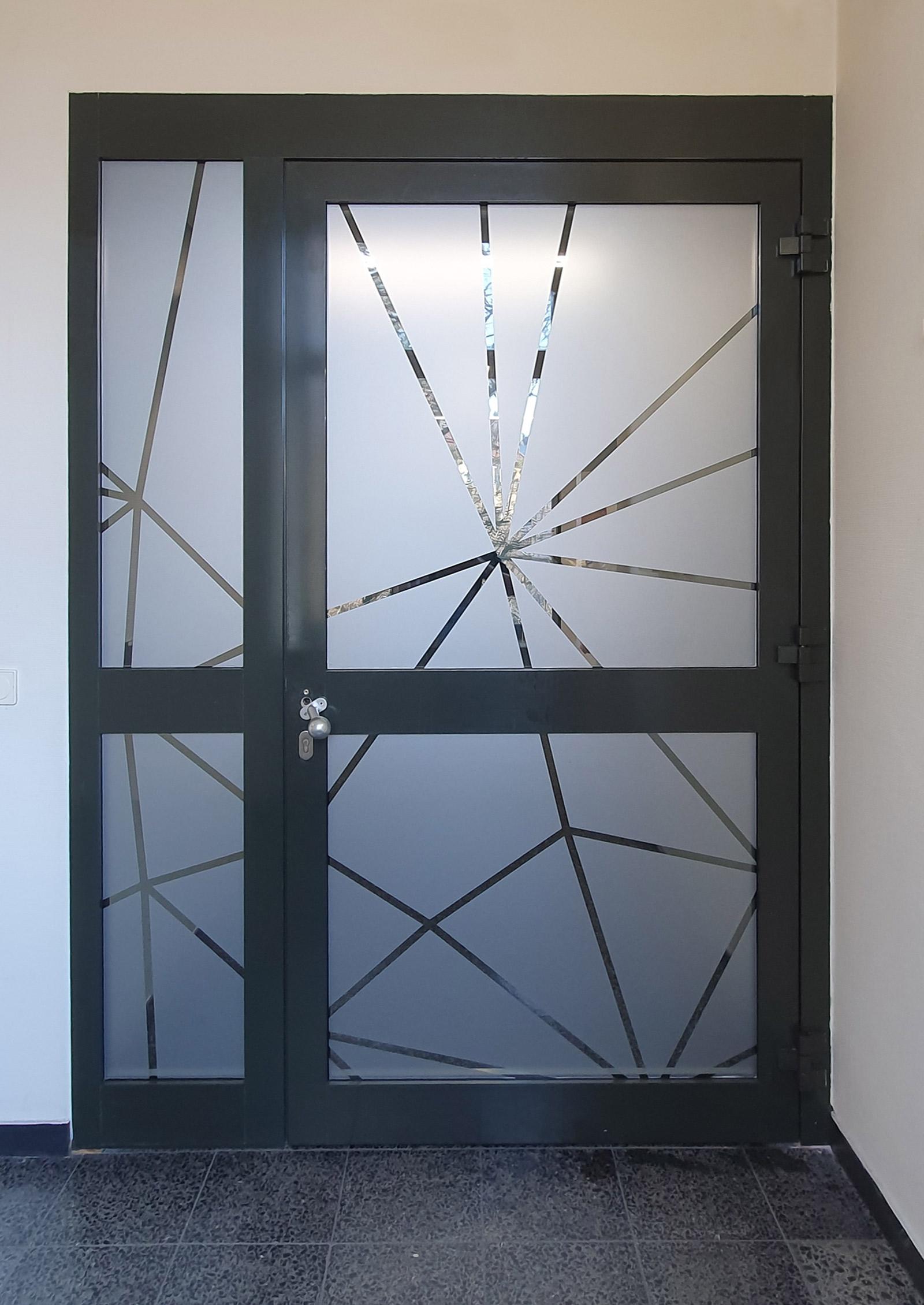 Weitere Netzgrafik aus Glasdekor als Sicht- und Durchlaufschutz