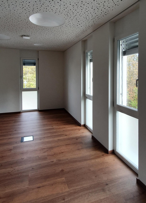 Fenster mit einer Sichtschutzfolierung aus Milchglasfolie