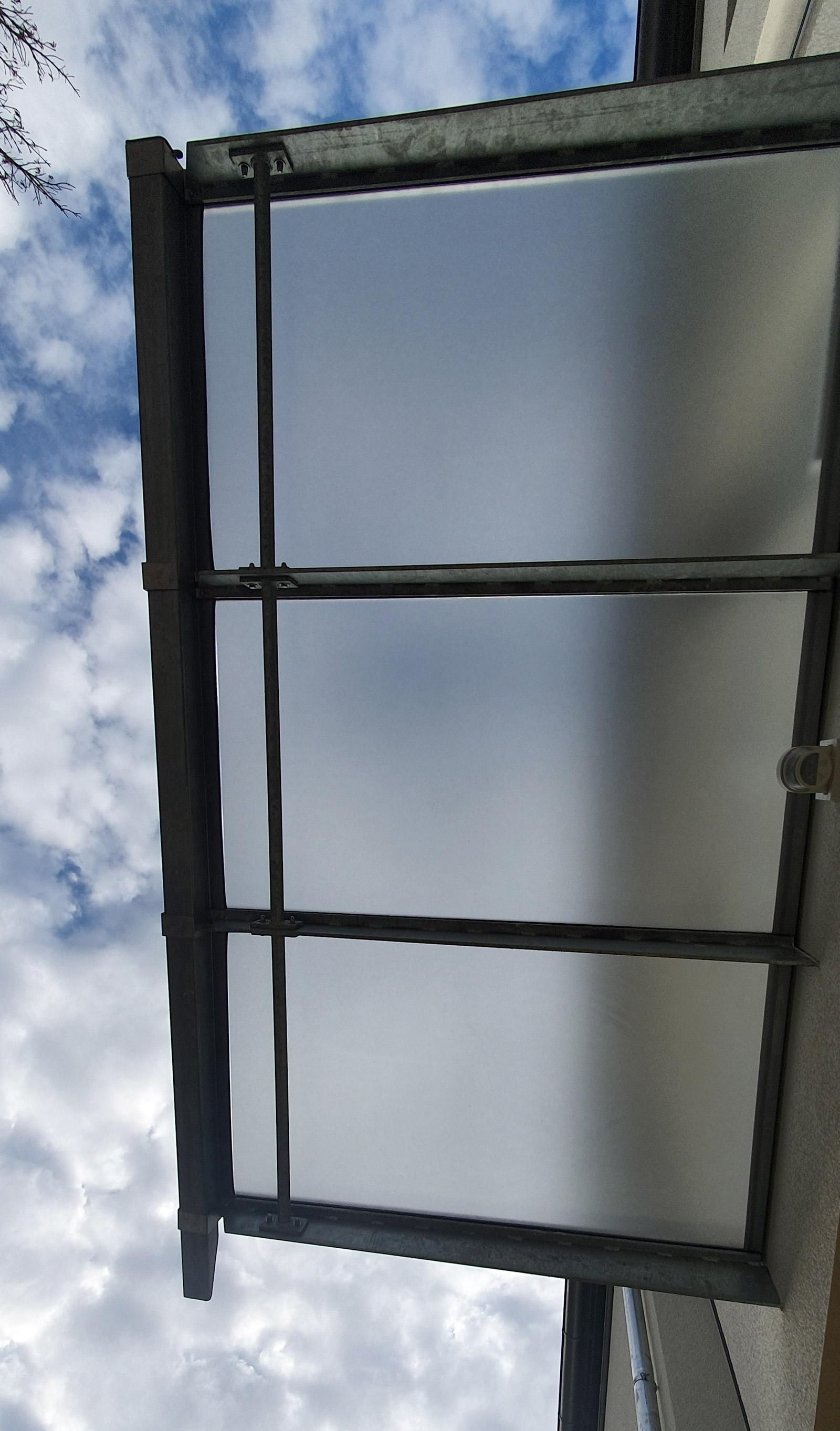 Foliertes Glasdach über Eingang