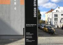 Stelen und Wand-Beschriftung | Design Offices