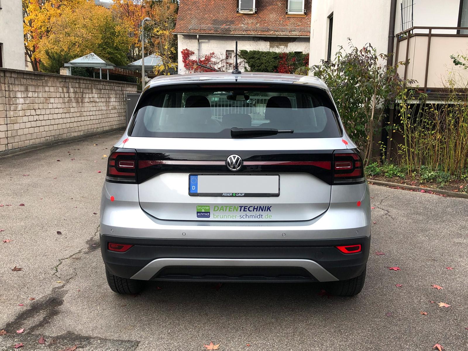Heckansicht der gedruckte Netzgrafik am Brunner und Schmidt Fahrzeug mit Logo