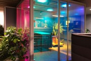 focus-folienbeschriftung-nuernberg-cubes-dichroitische-folie-design-offices-02