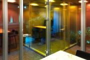 focus-folienbeschriftung-nuernberg-cubes-dichroitische-folie-design-offices-04