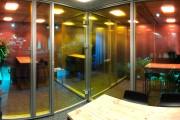focus-folienbeschriftung-nuernberg-cubes-dichroitische-folie-design-offices-05