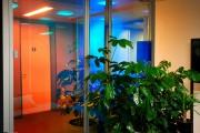 focus-folienbeschriftung-nuernberg-cubes-dichroitische-folie-design-offices-08