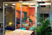 focus-folienbeschriftung-nuernberg-cubes-dichroitische-folie-design-offices-19
