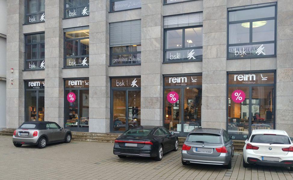 Schaufensterbeschriftung - Sicht auf Fensterfolierung von Reim in Nürnberg
