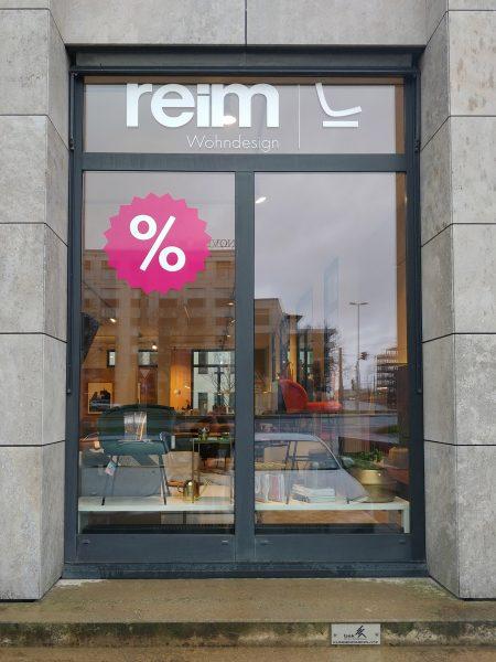 Schaufensterbeschriftung - Ein foliertes Fenster von Reim in Nürnberg