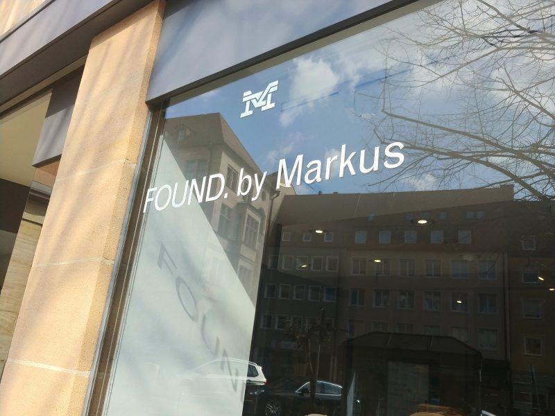 Schaufenster mit Logofolierung von FOUND. by Markus in der Nürnberger Innenstadt