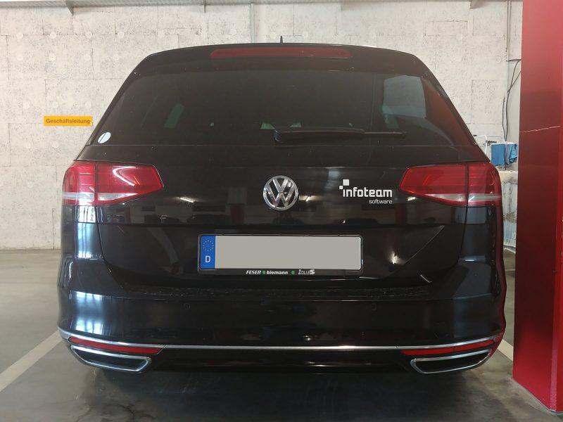 Heckbeschriftung auf einem schwarzen VW für das Infoteam aus Bubenreuth
