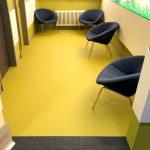 Um die Wartebereiche farblich hervorzuheben, sind die Böden mit einem speziellen Fußbodenlaminat foliert.