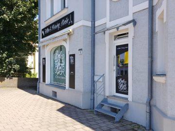 Schräge Ansicht auf das neu folierte Tattoo Studio von Bali Art in Forchheim