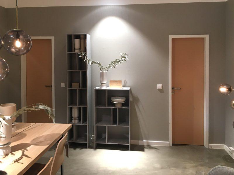 Zwei vollfolierte WC-Türen bei Bolia