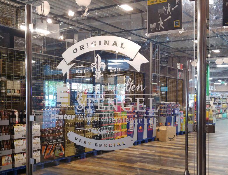 Folierte Scheibe mit einem Aufkleber aus Glasdekorfolie für den EDEKA Stengel Markt in Fürth