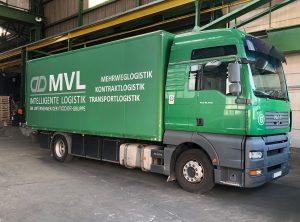 Schräge Seitenansicht: Neu folierter MVL LKW