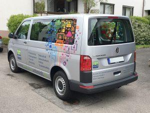 Beklebung eines VW T6 Transporters mit buntem Eyecatcher