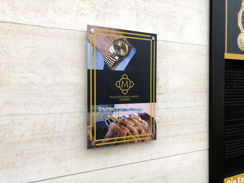 Schilderbeklebung von Gold Maratin