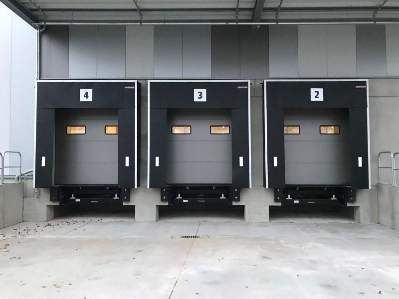 LKW Terminal Nummerierung - Nahaufnahme dreier Terminals mit folierter Nummerierung