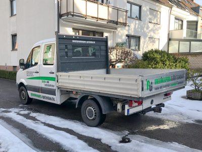 Seitliche Fahrzeugbeklebung eines weißen VW Crafteres für Greenkeepers Gartenbau