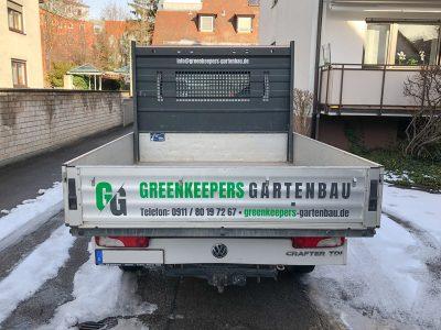 Heck Fahrzeugbeklebung eines weißen VW Crafteres für Greenkeepers Gartenbau