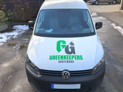 Folierte Motorhaube eines VW Caddy Firmenfahrzeugs der Firma Greenkeepers Gartenbau
