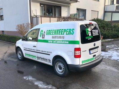 Folienbeklebung der Firmenfahrzeuge - hier ein VW Caddy - von Greenkeepers Gartenbau