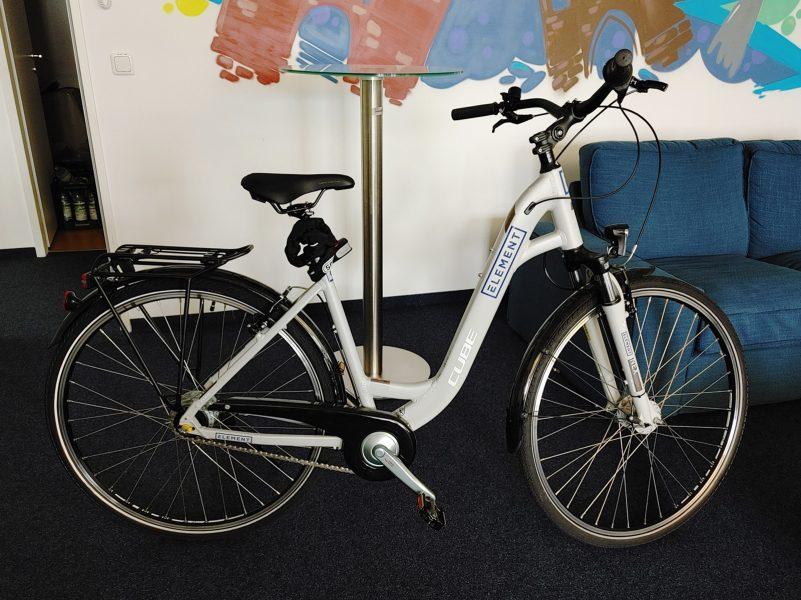 Folienbeschriftung eines Fahrradrahmens für die Firma Elements