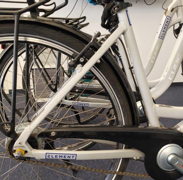Folienbeschriftung eines Fahrradrahmens - Nahaufnahme des beklebten hinteren Rahmens