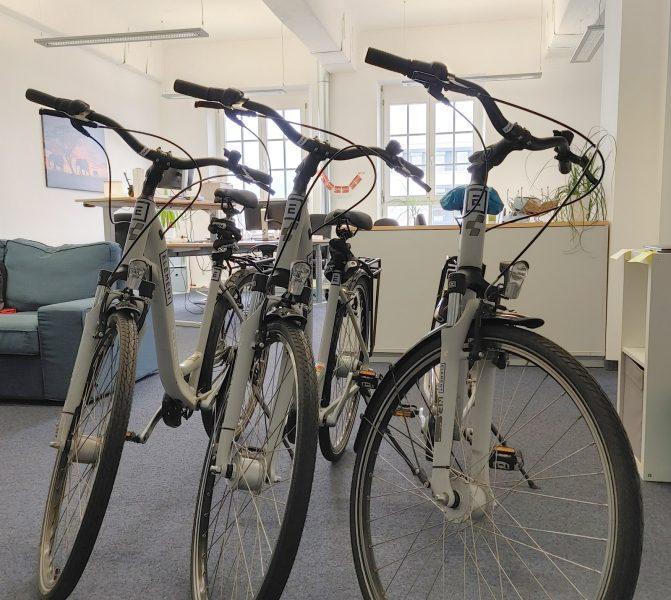 Folienbeschriftung eines Fahrradrahmens - Drei frisch folierte Fahrräder