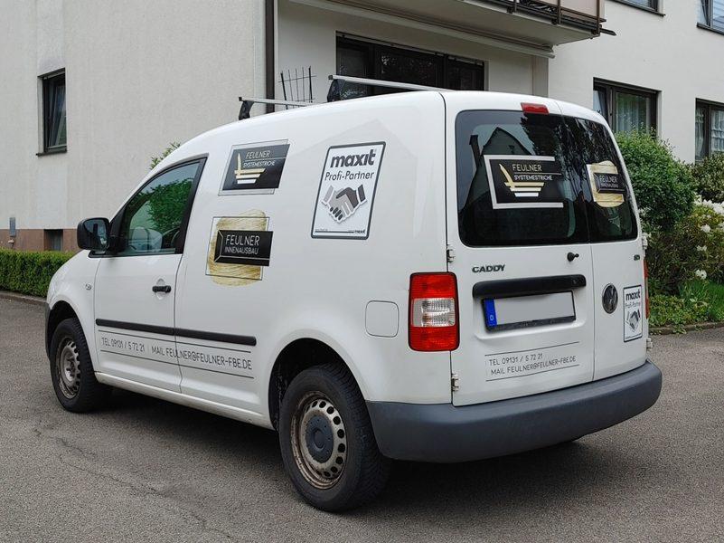 Flottenbeschriftung - Seiten- und Heckansicht des neu folierten Caddys für Feulner Innenausbau