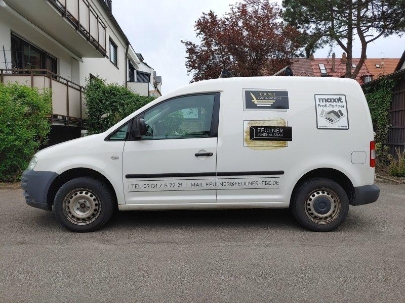 Flottenbeschriftung - Seitenansicht des neu folierten Caddys für Feulner Innenausbau