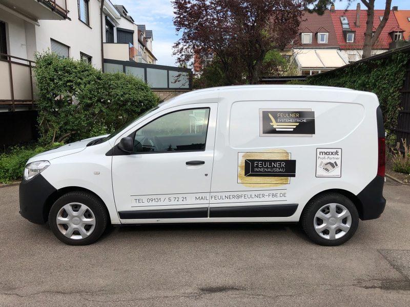 Flottenbeschriftung - Seitenansicht des neu folierten Dacia Dokkers für Feulner Innenausbau