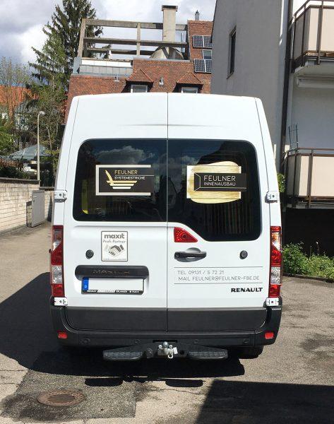 Flottenbeschriftung - Heckansicht des neu folierten Renault Masters für Feulner Innenausbau