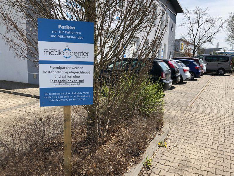 Praxis-Beklebungen - Parkverbotsschild