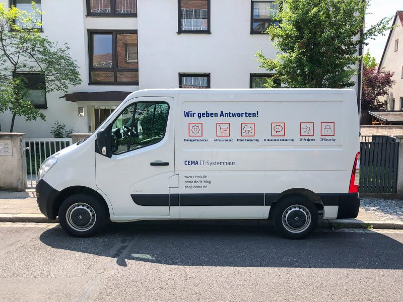 Fahrzeugbeschriftung - Rechte Seite des weißen Opel Movanos mit der neuen Beklebung für Cema