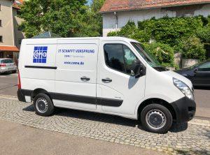 Fahrzeugbeschriftung - Linke Seite des weißen Opel Movanos mit der neuen Beklebung für Cema