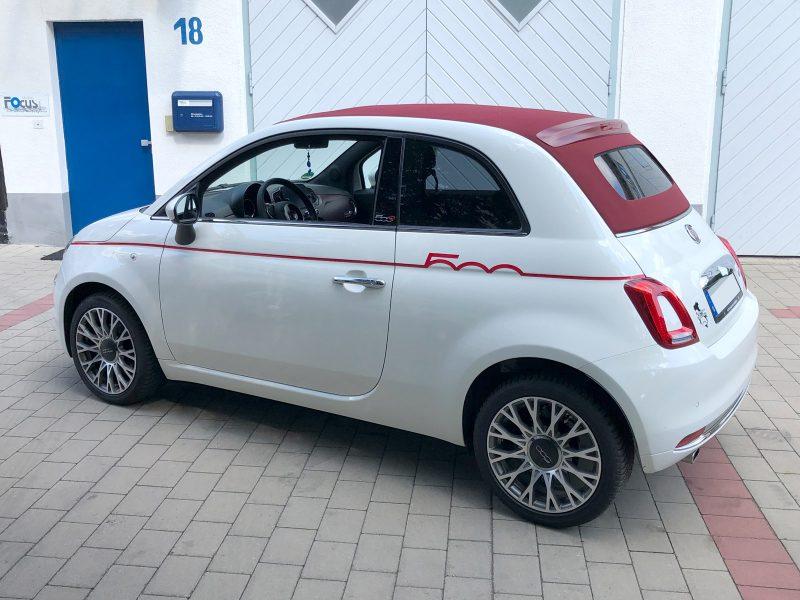 Folienbeschriftung .- roter Streifen auf der rechten Seite eines weiße Fiat 500