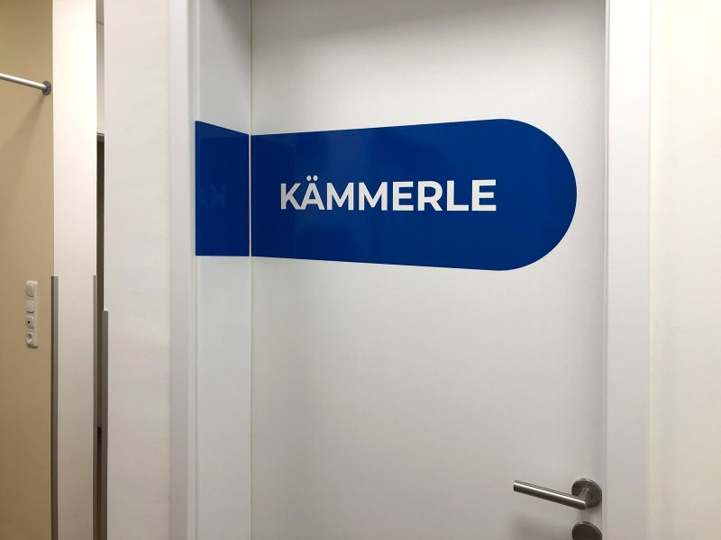 Türbeschriftung - Folierte Türen in der Physiotherapie Praxis Am Rathenauplatz - Kämmerle