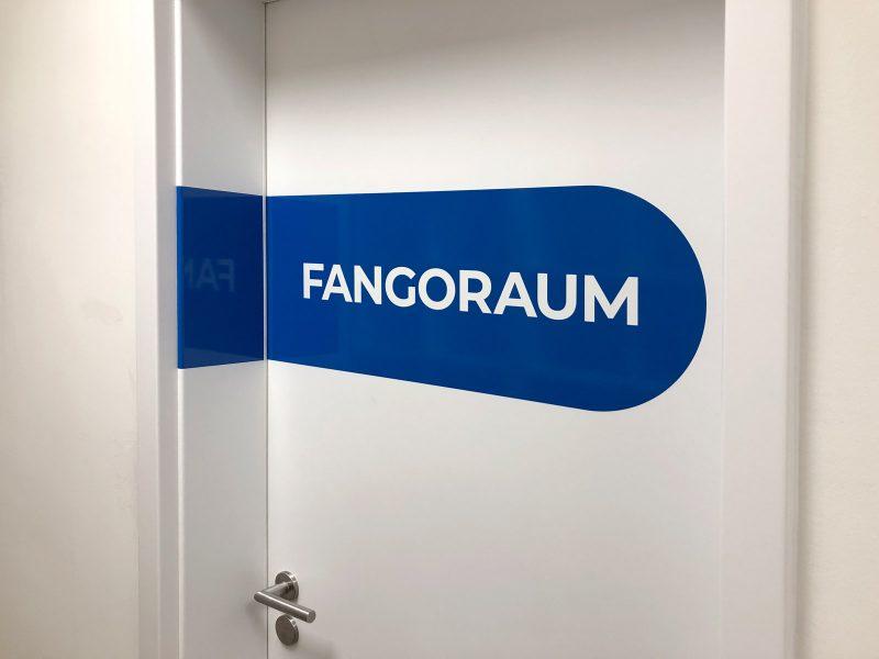 Türbeschriftung - Folierte Türen in der Physiotherapie Praxis Am Rathenauplatz - Fangoraum
