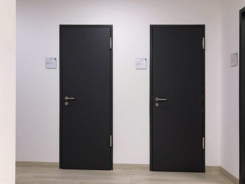 Türfolierung - Zwei frisch folierte Türen im MRT der Kopfklinik